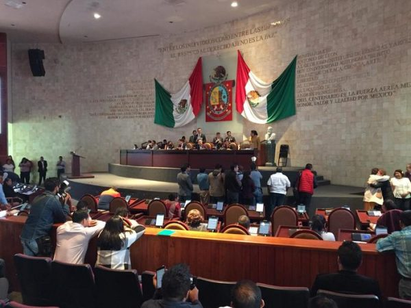 Reforma constitucional del aborto en Oaxaca queda pendiente; diputados no la votaron