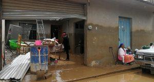 En Santiago Juxtlahuaca la ayuda llega a cuenta gotas, luego del desbordamiento de ríos