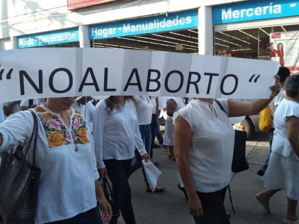 Es el derecho que tienen todos los seres humanos a vivir desde la concepción en el vientre del materno, hasta la muerte natural: Activistas próvida