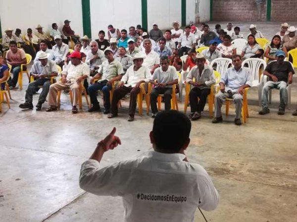 Sesul Bolaños se reúne con cuadros de Morena en San Juan Guichicovi