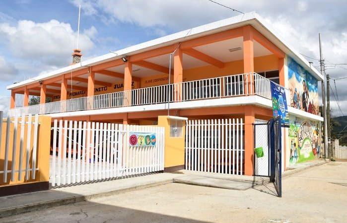 """Reconoce IEEPO dedicación y logros de la Primaria """"Benito Juárez"""" de Guelache"""