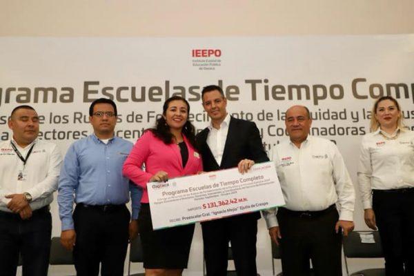 Entrega Alejandro Murat recursos por más de 104 mdp del programa Escuelas de Tiempo Completo