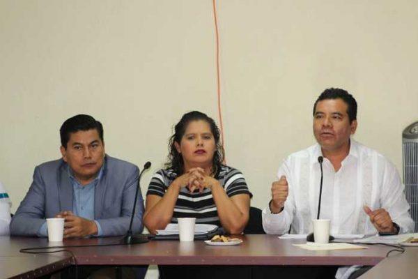 Ante diputados y diputadas del Congreso del Estado, comparece rector de la UABJO
