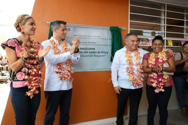 Entrega Alejandro Murat reconstrucción de infraestructura educativa en Ixtaltepec
