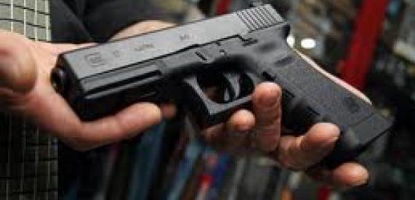 Al día, alrededor de 100 personas solicitan permiso para adquirir armas de fuego