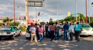 Con bloqueos exigen rehabilitación de la carretera en Unión Hidalgo
