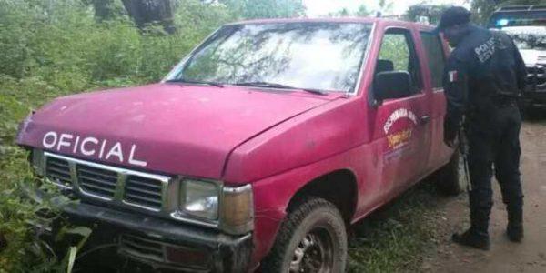 Encuentran camioneta robada a escuela primaria en Huajuapan