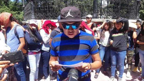 Normalistas de ENBIO exigen cambio de directivos