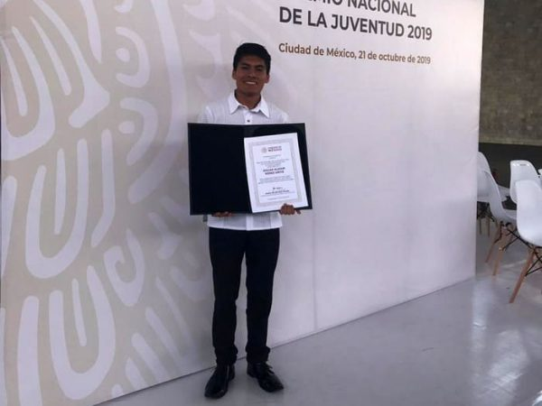 Oaxaqueño gana Premio Nacional de la Juventud