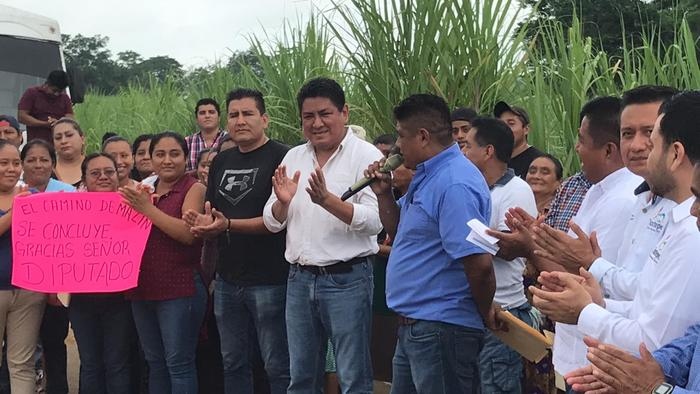 Inician pavimentación de Mazín Chico en Tuxtepec, por gestión de Irineo Molina