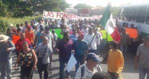 Juchitecos marchan a la ciudad de Oaxaca