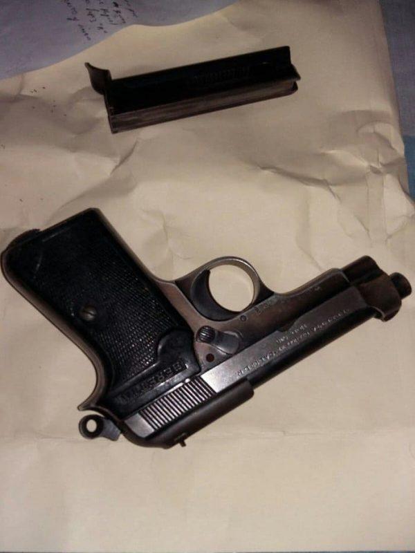 Detienen a director de Policía por portación ilegal de arma