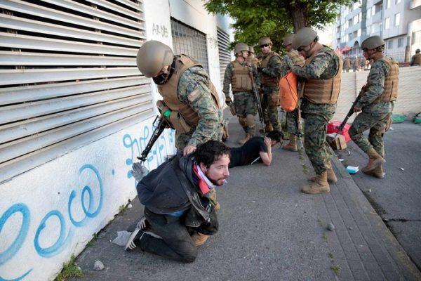 Van 15 muertos en Chile, que se prepara para más protestas