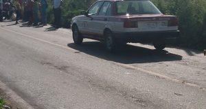 Pobladores detienen presunto taxi pirata en San Antonio Monterrey