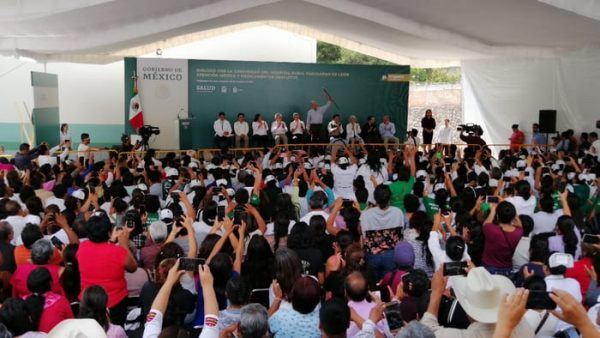 AMLO se compromete a construir un nuevo hospital en Huajuapan