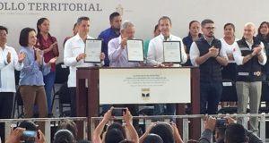 Gobierno federal y estatal trabajan para mejorar los centros educativos en Oaxaca