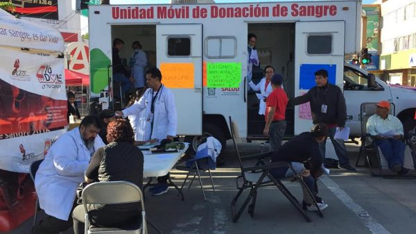 Protestan médicos del Hospital Civil para exigir ampliación de área del Banco de Sangre