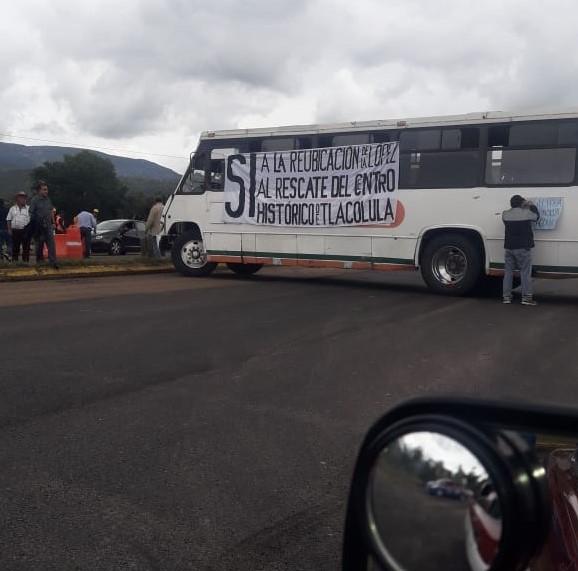 Habitantes de Tlacolula bloquean carretera por falta de atención