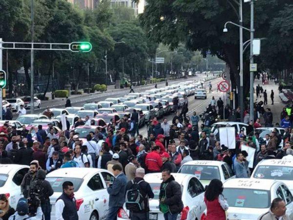 Amenazan taxistas con extender 2 días su protesta