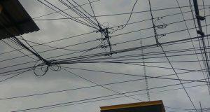 Vecinos de la Hidalgo, piden a autoridades atender problema de red eléctrica