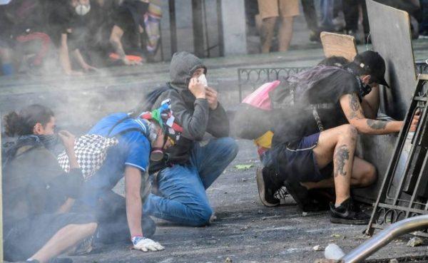 Reportan violentos enfrentamientos en décimo día de protestas en Chile