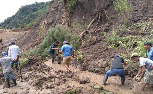 Comunidades en Oaxaca continúan incomunicadas