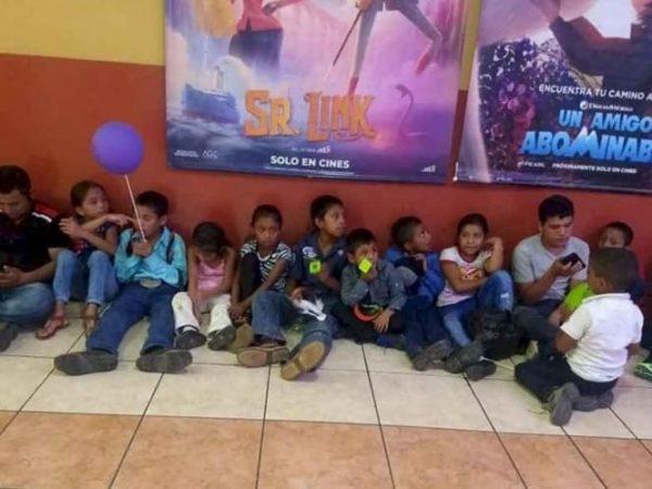 Maestro reúne fondos para llevar a sus alumnos al cine