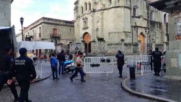 Policía municipal de Oaxaca impiden el acceso de ambulantes al zócalo