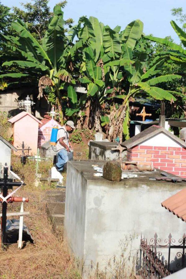Se realiza limpieza del panteón municipal en Chiltepec