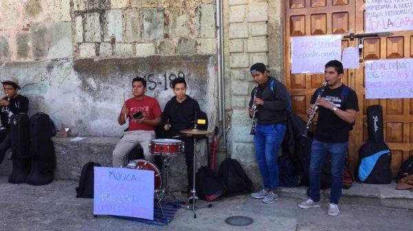 Protestan estudiantes de Bellas Artes en Oaxaca
