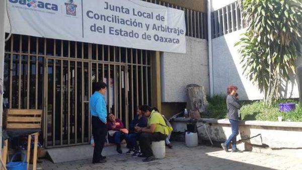 Cumple dos semanas la toma de la Junta Local por integrantes del STEUABJO