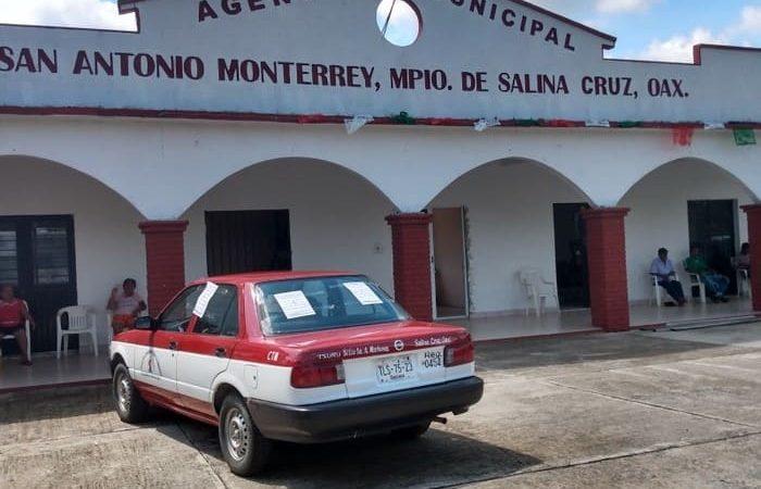 Pobladores de San Antonio Monterrey retienen taxi irregular