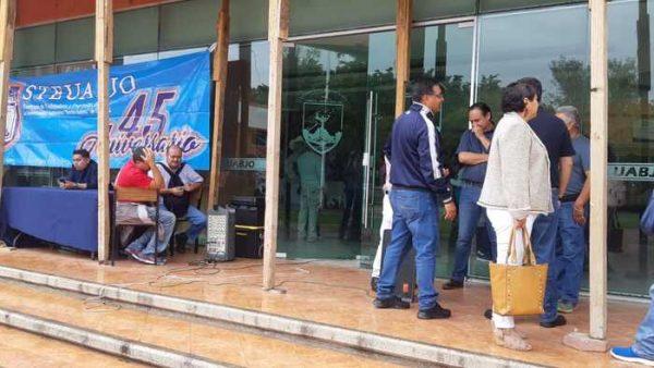 Toma planilla azul el campus universitario de la UABJO, exigen reconocimiento oficial