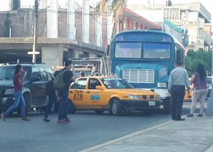 Chocan taxi y urbano en Salina Cruz