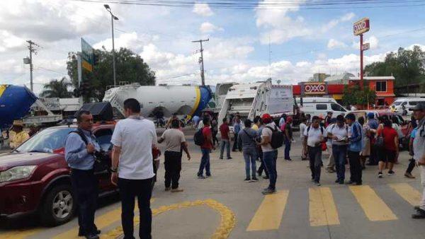 Llegan más juquileño a Oaxaca y bloquean cuartel de la policía estatal
