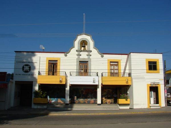Presidentes municipales se quejan por recortes en Oaxaca