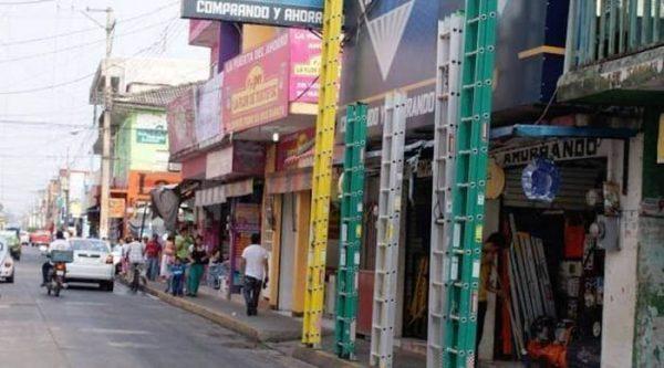Fuerza pública para comercios que no liberen banquetas: Dirección de Comercio
