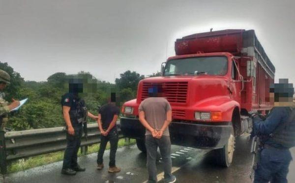 Rescatan a 100 migrantes centroamericanos en Veracruz