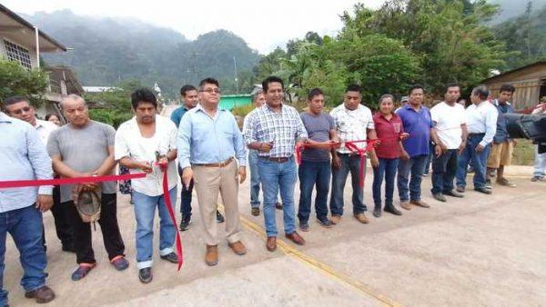 Supervisa Rey Magaña avance de obras en Valle Nacional