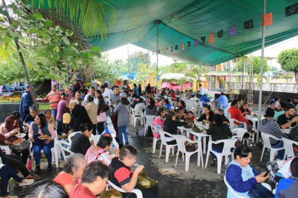 Pese a lluvia, hubo buena asistencia a feria del mole en Chiltepec
