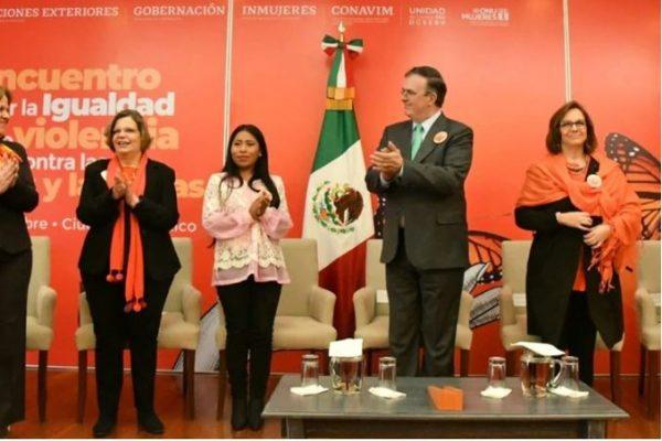 Yalitza Aparicio inaugura foro de igualdad junto a Marcelo Ebrard