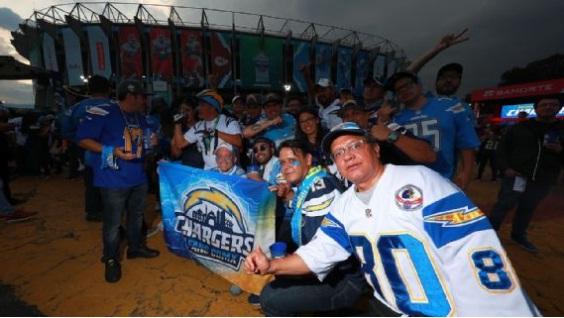 Atraco masivo a fans de la NFL que salieron del Azteca tras partido