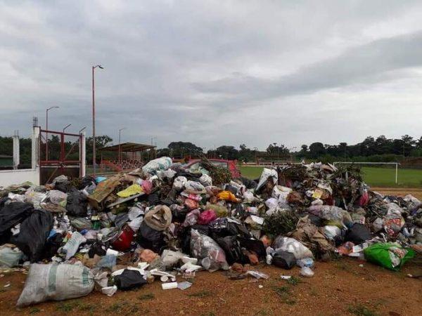 Aclara edil de Chiltepec porque depositaron la basura a un costado de la Unidad Deportiva