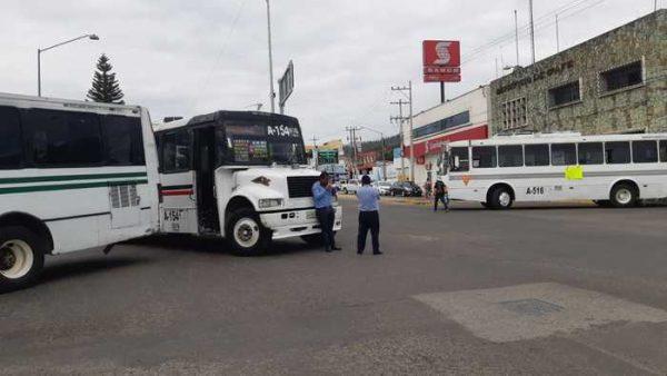 Sección 22 desquicia por unas horas zona norte de Oaxaca