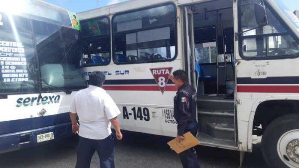 Choque entre urbanos deja personas lesionadas y daños materiales en Oaxaca