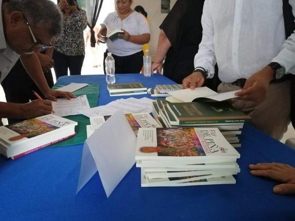 """52 escuelas recibieron ejemplar de """"Tuxtepec ante la historia"""""""