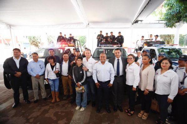Dante Montaño dota de más equipamiento y nuevo parque vehicular a policía de Santa Lucía Del Camino