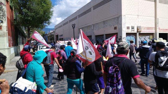 Amagan habitantes de la Mazateca con bloqueos para exigir entrega de proyectos