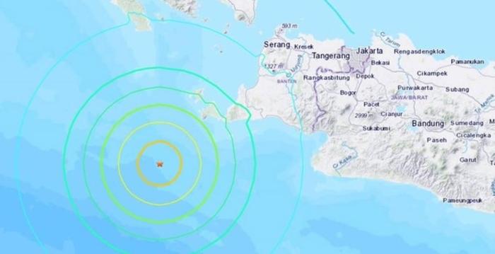 Sismo de 7.4 sacude Indonesia y activa la alerta de tsunami