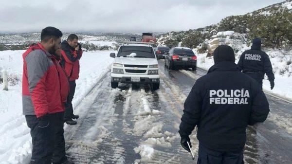 Rescatan a 11 personas varadas por nevada en BC